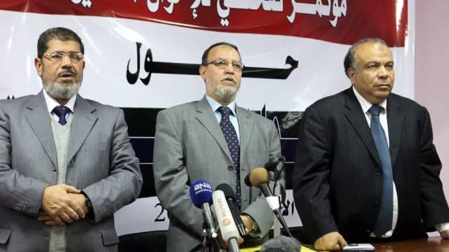 vlnr: Muslibrüder Mursi, al-Erian und al-Katatni (Archiv)