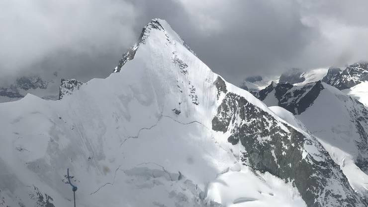 Das Obergabelhorn im Wallis – aus einem Helikopter aufgenommen: Hier ist am Sonntag ein 21-jähriger Deutscher beim Bergsteigen tödlich verunfallt.
