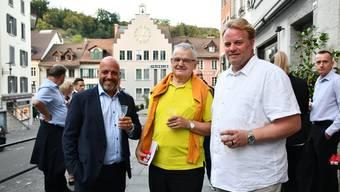 Didi Berger (.), Präsident von Zentrum Brugg, verabschiedete Urs Boller und begrüsste Markus J. Frey als neuen Geschäftsstellenleiter.
