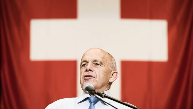 Bundesrat Ueli Maurer warb am Donnerstagabend in Holziken AG vor 500 SVP-Anhängern um Vertrauen in den Bundesrat