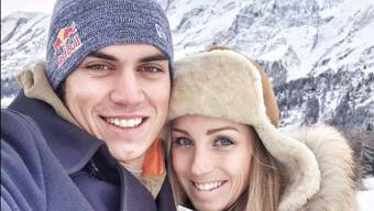 Elias Ambühl und Sarah Pedrett, #putaringonthatfinger (Facebook)