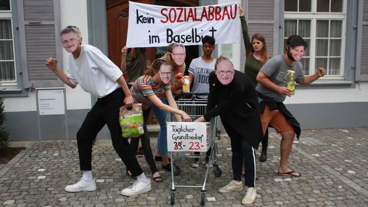 Symbolische Aktion der Juso vor dem Regierungsgebäude.