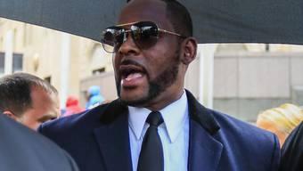 Der US-Sänger R. Kelly hat in den USA erneut ein Strafverfahren am Hals. (Archivbild)