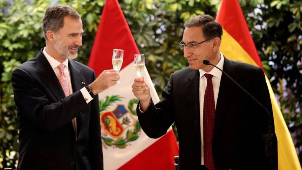 Spaniens König Felipe VI. (l.) und der peruanische Präsident Martín Vizcarra in Lima.