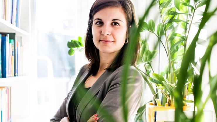 Christine Künzli, hier in der Geschäftsstelle von Tier im Recht, ist oft mit massiven Verstössen gegen das Tierschutzrecht konfrontiert.
