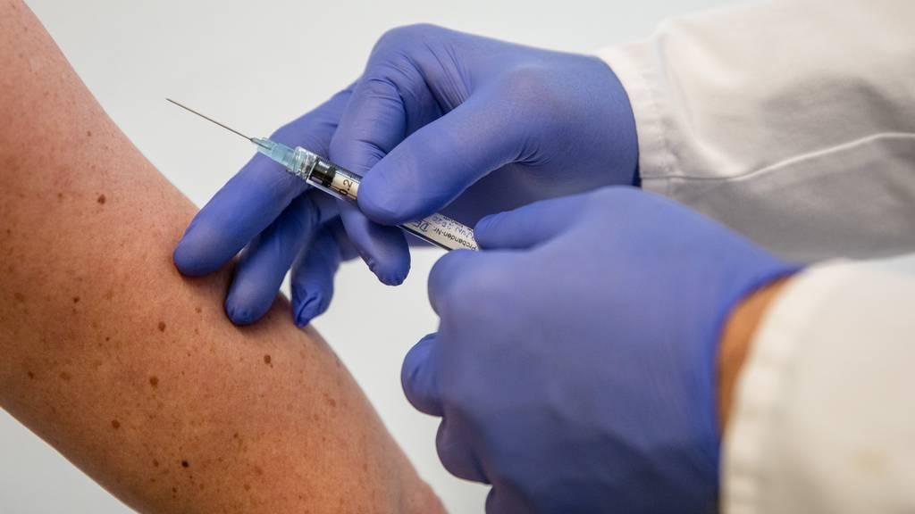 Die Schweiz will sich für Gerechtigkeit bei der Verteilung von Impfstoffen einsetzen. (Symbolbild)
