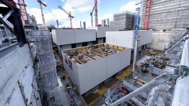 Blick in die Baugrube des wertvollsten Forschungszentrums der Schweiz: Sechs Stockwerke tief, zwei davon sind schon gebaut.