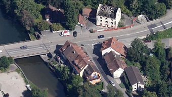 Die Auffahrkollision ereignete sich bei der Verzweigung Hauptstrasse/Giebenacherstrasse in Augst.
