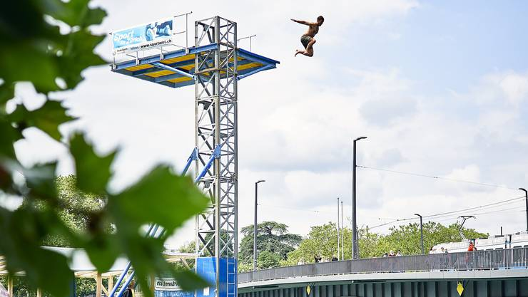 Der Züri-Fäscht-Sprungturm bleibt noch bis zum Ende der Sommerferien in Betrieb.
