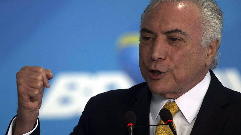 Sieg im Parlament: Brasiliens Staatschef Michel Temer kann einen Korruptionsprozess gegen ihn vorerst abwenden.