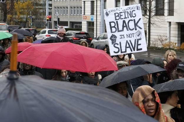 Auch in Genf haben Menschen am 25. November gegen die Sklavenauktionen in Libyen protestiert.