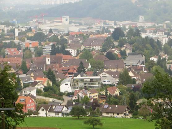 Hier einfach der Blick auf Frenkendorf mit der reformierten Kirche.
