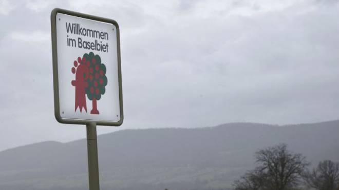 Seit 1983 begrüssen Schilder mit dem verschränkten Kirschbaum und Baselbieter Stab die Besucher im Landkanton.  Foto: Nicole Nars-Zimmer