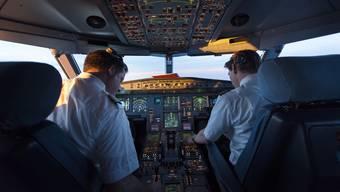 Blick ins Cockpit: Viele Piloten leiden unter Zeitdruck und zu langen Arbeitstagen.