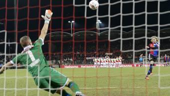 Birkir Bjarnason ist einer von zwei FCB-Spielern, die ihren Elfmeter verschiessen.