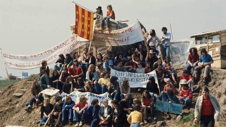 Szene des besetzten Werksgeländes im April/Mai 1975 – 1988 verzichtete man auf den Bau der geplanten AKWs Kaiseraugst und Graben BE.
