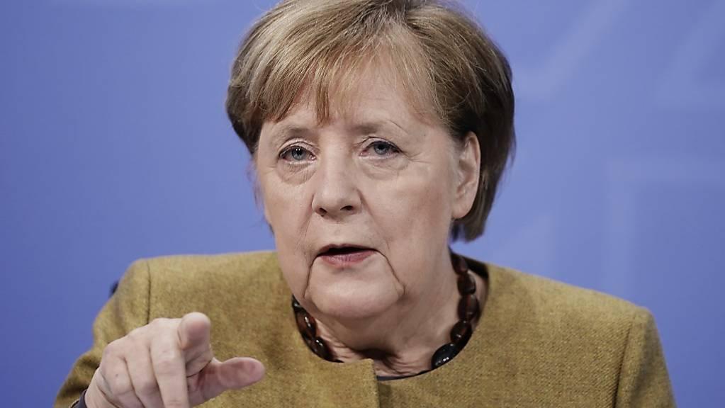 Bundeskanzlerin Angela Merkel (CDU) nimmt an der Pressekonferenz nach den Beratungen von Bund und Ländern über weitere Corona-Maßnahmen teil. Foto: Michael Kappeler/dpa-pool/dpa