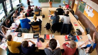 «Die Tests geben Eltern, Lehrpersonen, Schülern, sowie Schulleitungen überhaupt erst eine Benchmark-Möglichkeit und bilden damit die Grundlage für Optimierungen», heisst es.