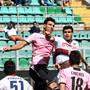 Palermo (im Bildzentrum mit Sinisa Andelkovic) droht der Zwangsabstieg in die Serie C