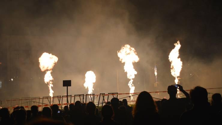 Impressionen von den Brückensensationen in Rheinfelden.Feuerwerkshow auf dem Dach des Rheinparking.