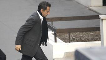 Nicolas Sarkozy beim Eingang des Krankenhauses