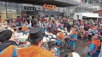 Am Schmutzigen Donnerstag ist beim Coop Muripark Fasnacht total.