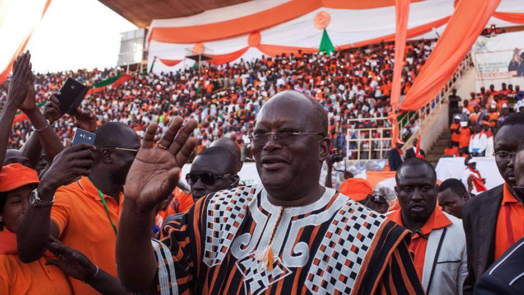Der zu den Favoriten der Präsidentschaftskandidaten zählende ehemalige Ministerpräsident Roch Marc Christian Kaboré an einer Wahlveranstaltung am Freitag in der Hauptstadt Ouagadougou.