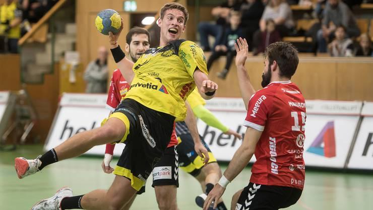 Der Endinger Olivier Mauron (r.) zieht gegen St. Otmars Tobias Wetzel den Kürzeren.