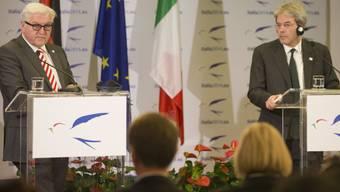 Steinmeier (links) und Gentiloni,an der Pressekonferenz in Rom