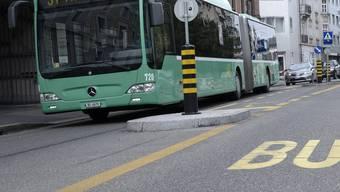 Der Mann bedrohte einen Bus-Chauffeur der Basler Verkehrs-Betriebe mit einer gebrauchten Spritze.