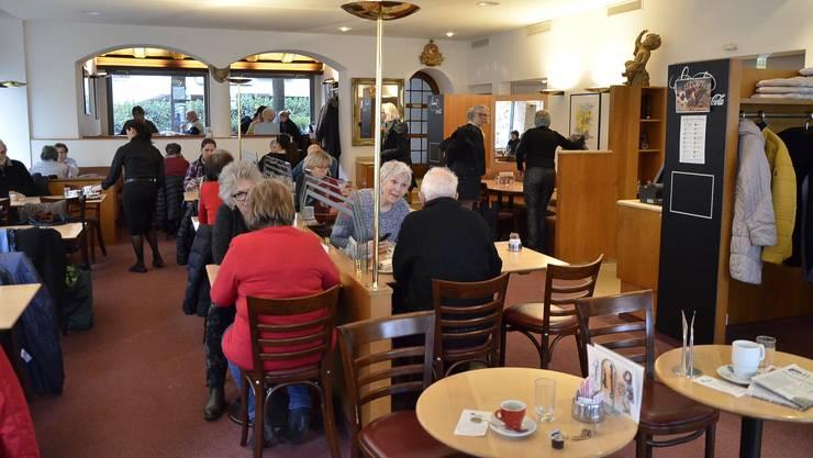 Das Café Himmel beim Badener Bahnhofplatz war am 1. Februar 2019 – an diesem Tag melden Badener Tagblatt/Aargauer Zeitung, dass das Traditionscafé vor dem Aus steht.