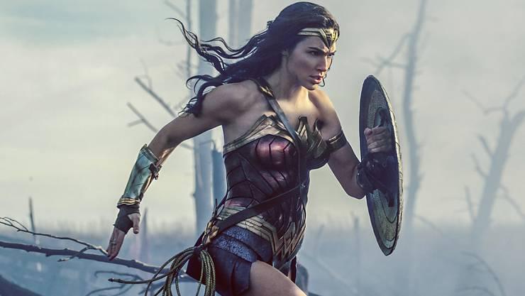 """Gal Gadot als """"Wonder Woman"""". Der Film hatte in den USA und Kanada den besten Kinostart unter allen von Frauen gedrehten Filmen. Das könnte für die in Hollywood unterdotierten Frauen eine Bresche schlagen. (Archivbild)"""