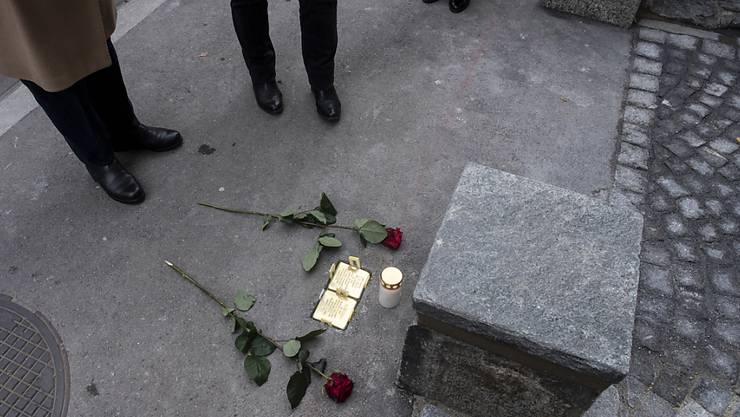 Gedenk- beziehungsweise Stolpersteine für Lea Berr und ihren Sohn zur Erinnerung an die KZ-Opfer, die einst in Zürich wohnten.