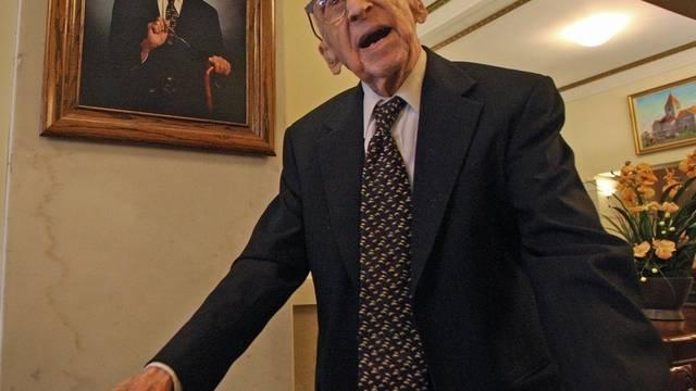Der 114-jährige Walter Breuning in seinem Haus