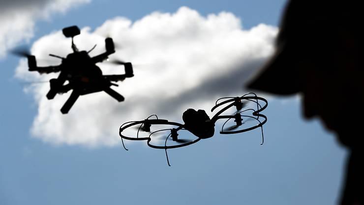 Seit dieser Woche kursiert die neue Broschüre mit dem Titel «Rücksicht beim Fliegen mit Drohnen» im Internet.