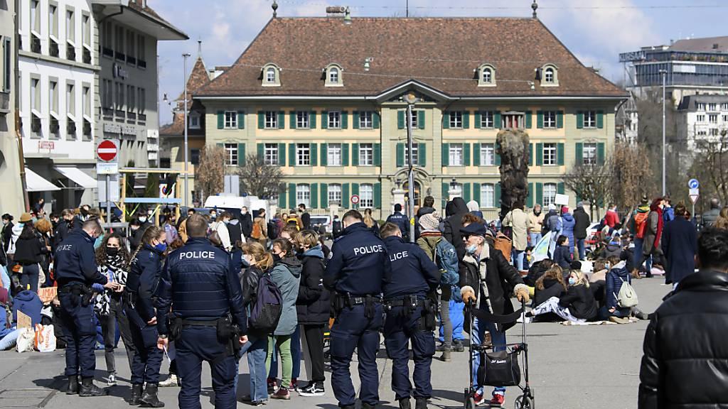 Die im Kanton Bern bis Ende Mai gültige Beschränkung auf 15 Personen an Demonstrationen war unzulässig, hat das Bundesgericht am Freitag entschieden. (Archivbild)