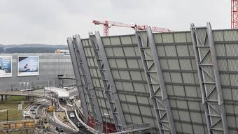 """Auf der grössten Hochbaustelle der Schweiz entsteht das Dienstleistungscenter """"The Circle"""" vom Flughafen Zürich. (Archivbild)"""