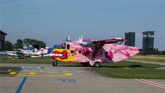 Der pink angemalte Flieger mit Heckrampe kann bis zu 24 Fallschirmspringer mitnehmen und ist rund 10 Dezibel leiser als die PAC. Ernest Oggier
