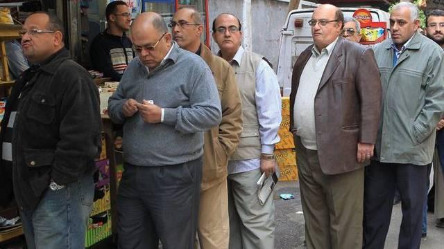 Grosser Andrang vor einem Wahllokal in Kairo