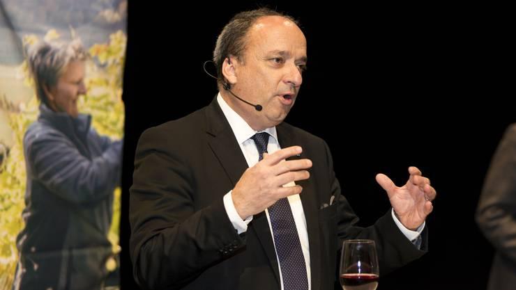 Markus Dieth eröffnet die erste Aargauer Wein- und Genussmesse und macht Werbung für die Landwirtschaft.
