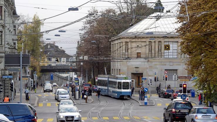 Das 8-er Tram wird nicht mehr über das Kunsthaus, sondern vom Bellevue über den Kreuzplatz zum Klusplatz fahren.