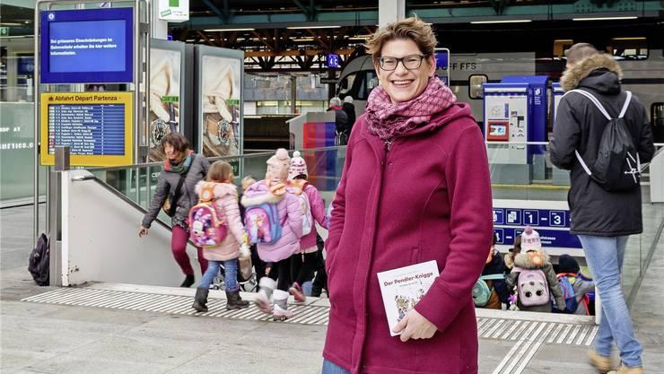 Franziska von Grünigen hat unter dem Pseudonym Katja Walder einen humorvollen «Pendler-Knigge» mit 100 Lektionen fürs bessere Miteinander im Zug verfasst.