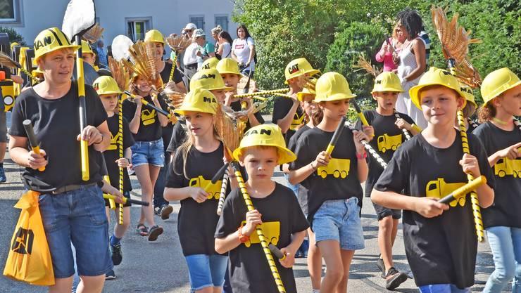 Mit einem Umzug eröffneten über 500 Schulkinder am Samstagmorgen das zweitägige Festwochenende in Wangen bei Olten.