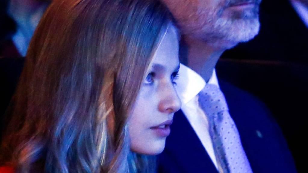 Die junge Thronfolgerin nahm in Barcelona mit ihrem Vater König Felipe VI. an der Verleihung des Prinzessin-von-Girona-Preises teil.