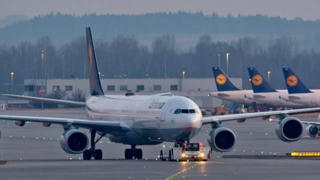 Seit Sonntag wieder auf der Startbahn: Lufthansa-Flugzeuge (Archiv)