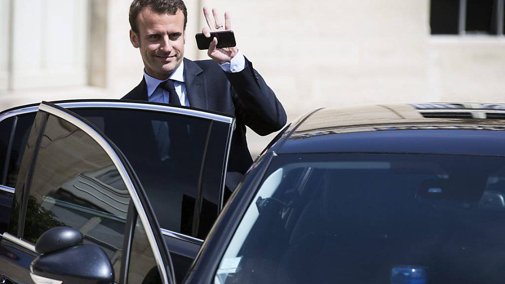 Emmanuel Macron beim Verlassen des Elysée (Archiv)