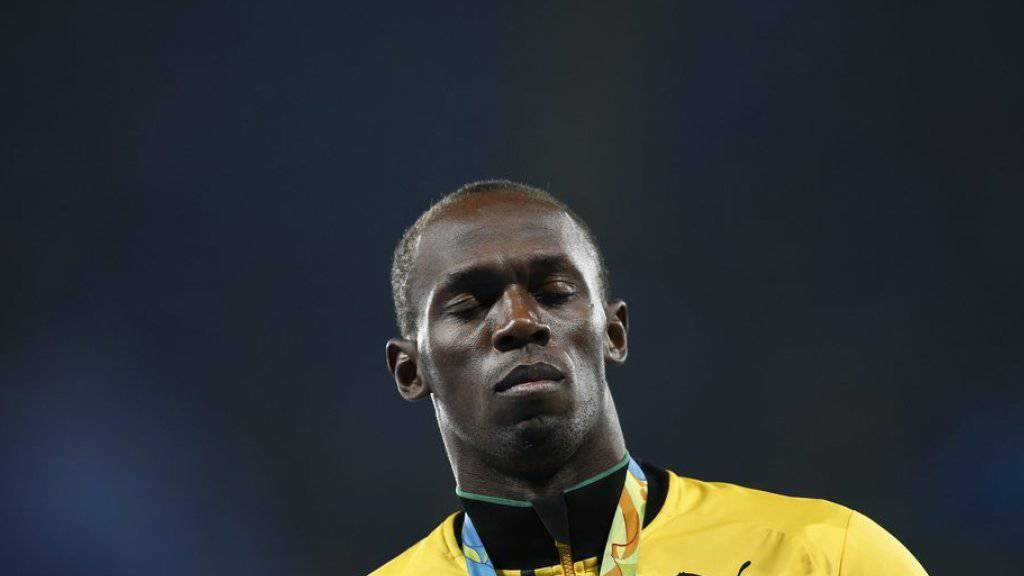 Sein Schuhwerk ist 16'000 Euro wert: Soviel hat ein Unternehmer bei einer Auktion für die Schuhe bezahlt, die Sprinter Usain Bolt an der WM 2015 in Peking trug.