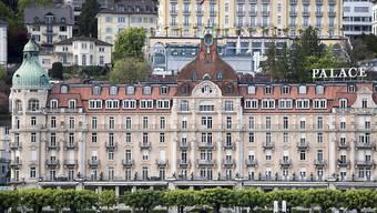 Das Hotel Palace in der Stadt Luzern wird derzeit renoviert und verkauft nun an drei Tagen sein Interieur.
