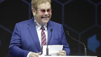 Kurz nach seinem Auftritt am WEF in Davos (Bild) spekulieren Medien darüber, dass der britische Musiker Elton John heute Abend sein baldiges Karriereende bekannt geben könnte.