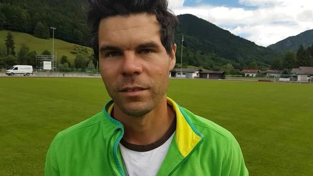 Rupert, Platzwart in Rottach-Egern, lobt den FCB im Video-Interview.